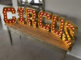 Буквы из нержавеющей стали с открытыми светодиодами