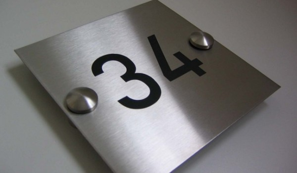 Табличка с номером помещения
