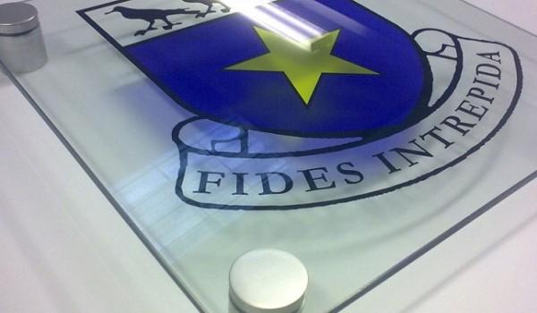 Таблички из стекла в офис